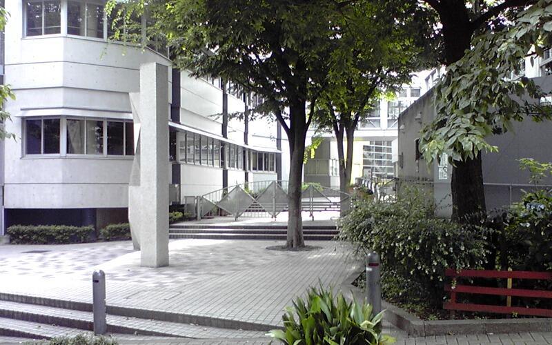 新宿区区立落合中学校正門