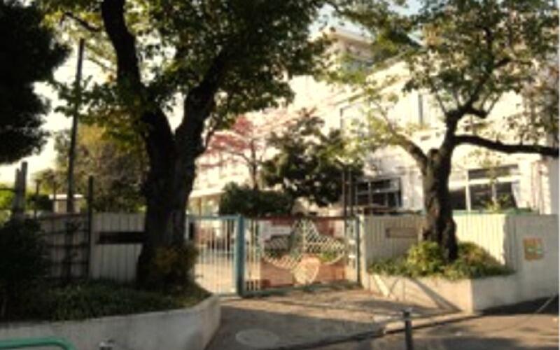 新宿区立落合第六小学校正門